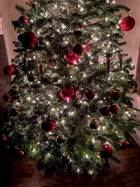 Glowing Christmas Tree With Gold Twinkle Lights