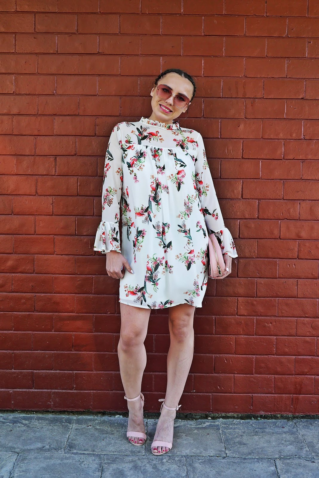 3_sukienka_we_flamingi_renee_szpilki_rozowe_torebka_nerka_rozowa_karyn_blog_modowy_300518