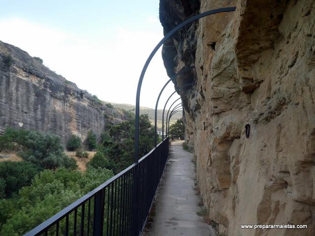 pasarelas en la presa Pontón de la Oliva