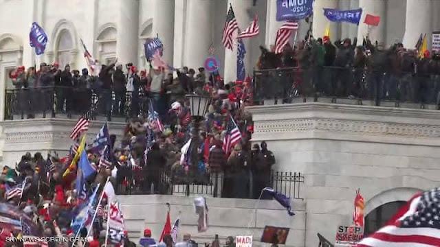 أنصار ترامب يقتحمون مقر مبنى الكونجرس الأميركي أثناء جلسة التصديق على فوز بايدن