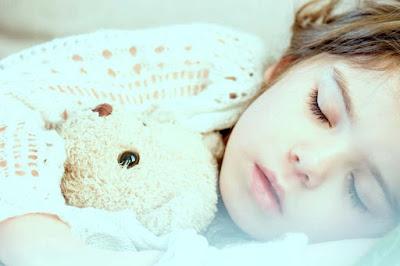 معالجة آلام البطن عند الأطفال