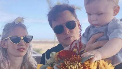 La chanteuse Grimes, la petite amie d'Elon Musk, a montré ses beaux tatouages extraterrestres