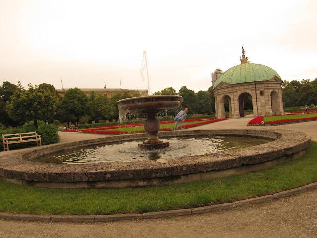 Hofgarten ou Jardim da Corte e o Templo de Diana O que ver em Munique Alemanha