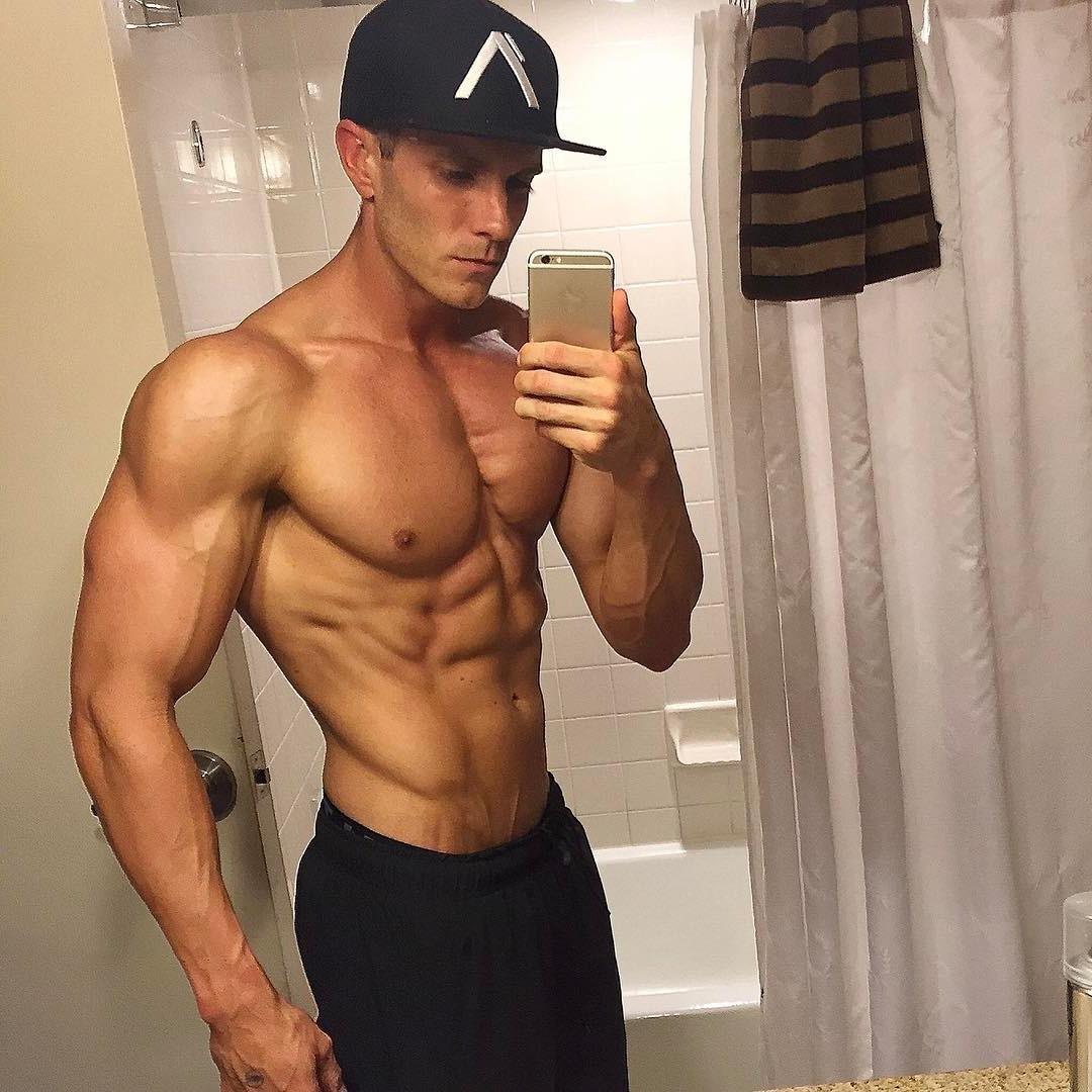 sexy-fit-barechest-muscular-daddy-selfie-hot-masculine-alpha-male-dilf