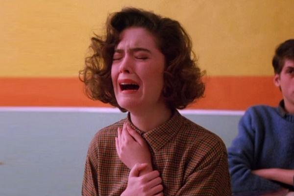 لماذا يبكي الانسان؟ بكاء شديد