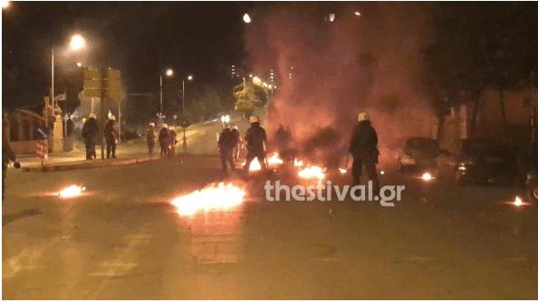 Επεισόδια στη Θεσσαλονίκη -«Βροχή» οι μολότοφ και χημικά [εικόνες & βίντεο]