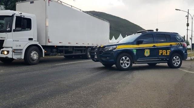Caminhoneiro é flagrado na BR-116 transitando com veículo adulterado, em Jequié