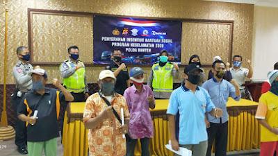 Ditlantas Polda Banten Salurkan bantuan kepada Ribuan Tukang Becak Terdampak Covid-19.