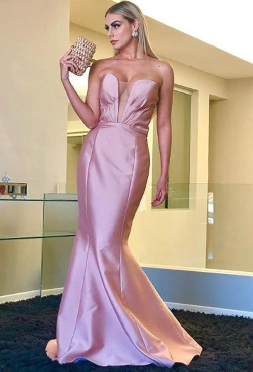 bb2fa2541 22-Vestido rosa de zibeline. Como comento no vídeo é um modelo super  glamouroso, perfeito para uma formatura ou um casamento mais chique. vende  na loja ...