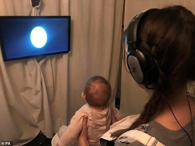 Τα μωρά μόλις 8 μηνών καταλαβαίνουν τα βασικά της γραμματικής - προτού να μιλήσουν
