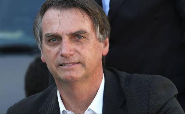 BOLSONARO NO ACRE: Bolsonaro diz que policial que matar vagabundo será condecorado