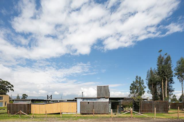 Casa RDP - Shipping Container Industrial Style House, Ecuador 11