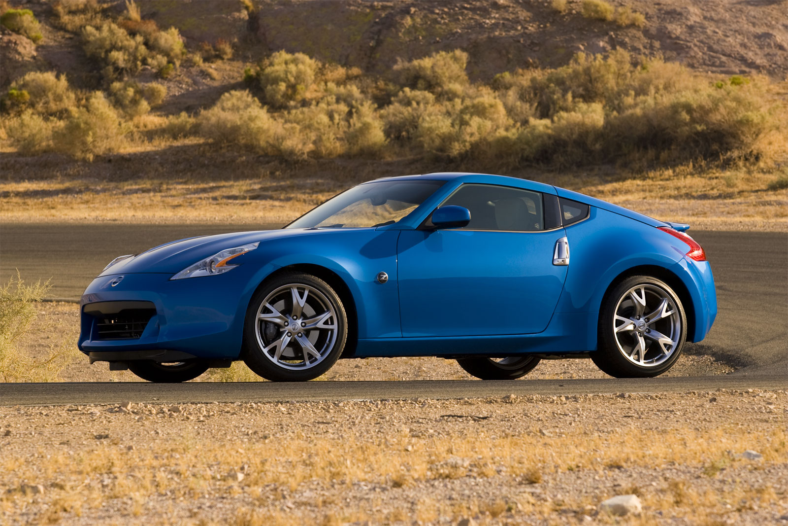 sports car collection 2011 nissan 370z coupe sports car. Black Bedroom Furniture Sets. Home Design Ideas