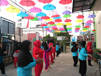 Dihiasi Payung Warna-warni, Suasana di UPT Puskesmas Sukaraja Terlihat Lebih Cerah