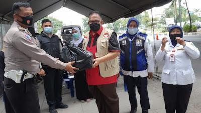 BAGUNA PDIP Sumut Serahkan Tali Asih Kepada Warga Terdampak Covid-19
