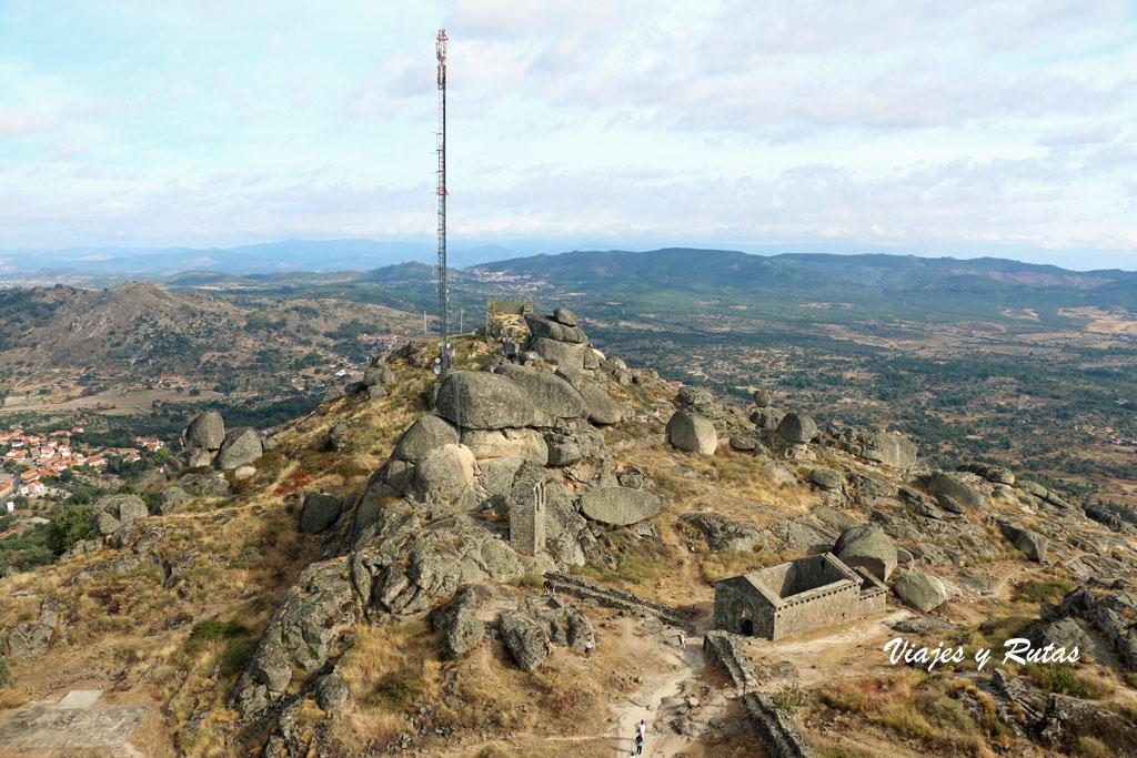 Torre Peão y ruinas de San Miguel , Monsanto