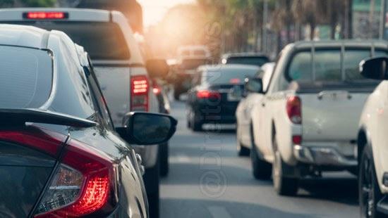 projeto suspende multa carro licenciado pandemia