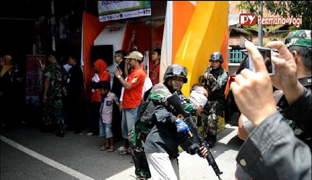 Atraksi TNI Melumpuhkan 3 Kawanan Perampok saat Pembukaan Pameran UKM