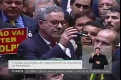 Há exatamente cinco anos o Brasil vivia momentos de efervescência política. Sob a presidência de Eduardo Cosentino da Cunha (MDB-RJ), a Câmara dos Deputados aprovou o impeachment
