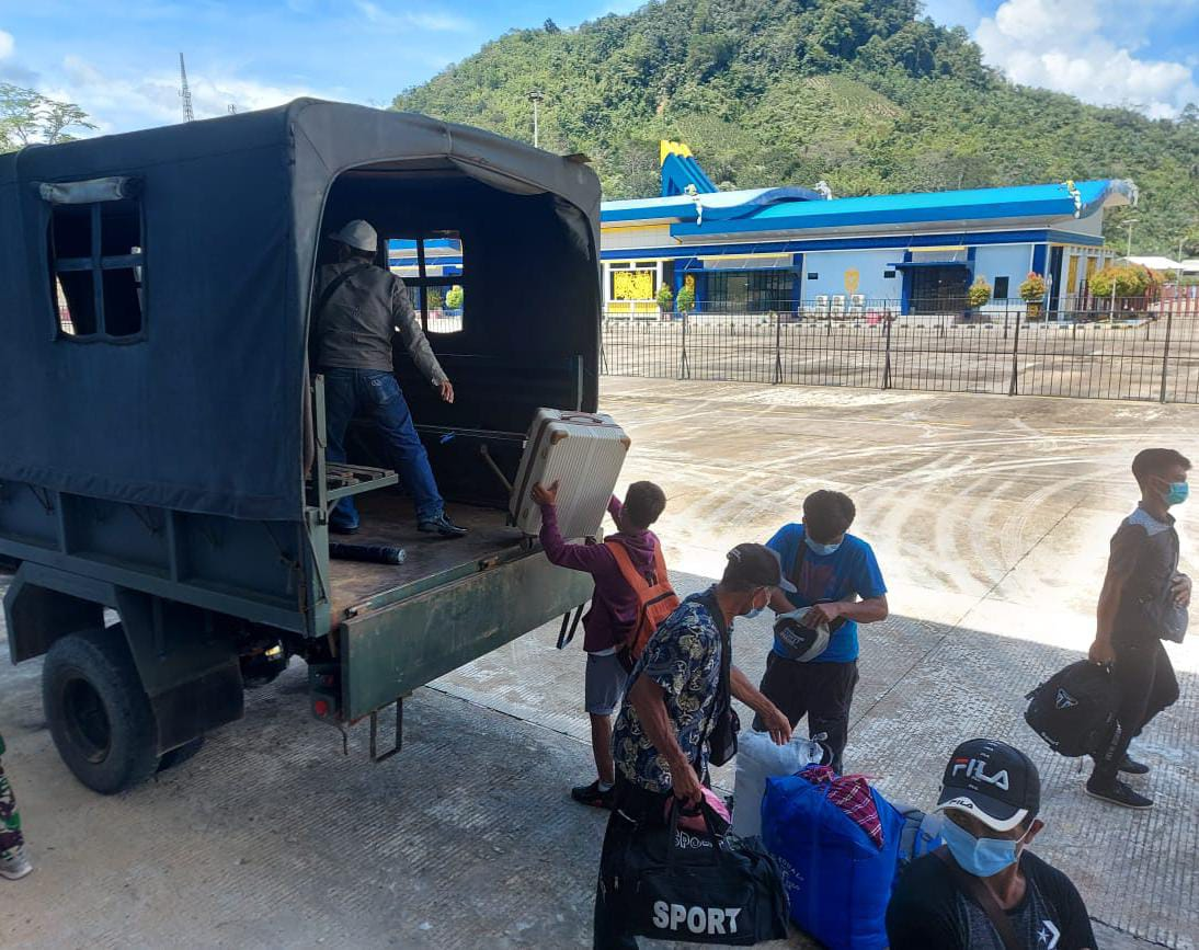 Satgas Yonif 642 Laksanakan Pengawasan Terhadap PMI dari Malaysia