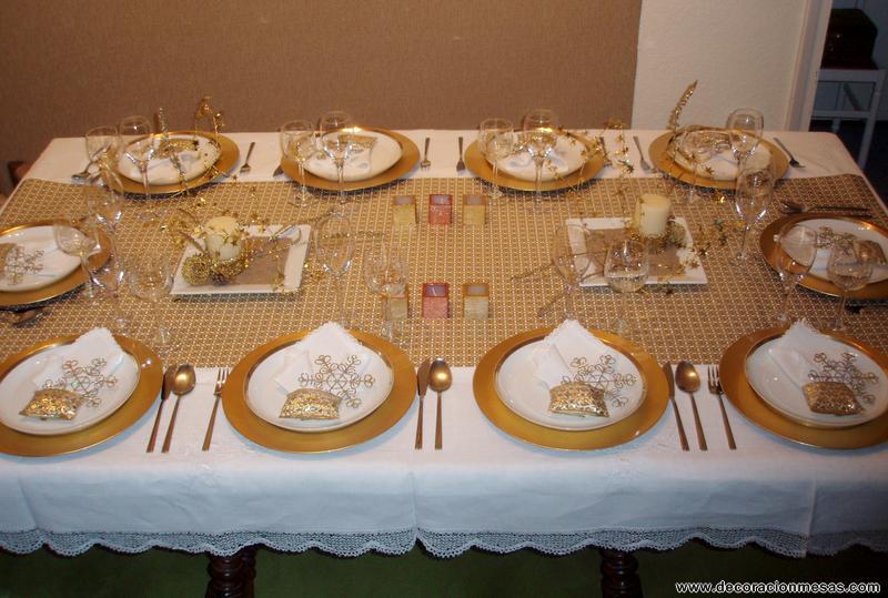 Mesa Navidad en blanco y dorados - Decoracion de mesas