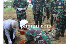 Johan Gonga Letakkan Batu Pertama Pembangunan Masjid Jami Jabal Nur di Lanal Aru