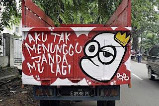 tulisan gambar belakang bak truk paling keren kreatif lucu