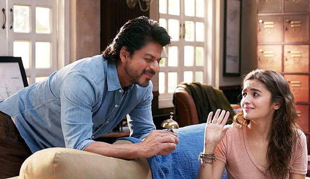 SRK and Alia Bhatt in a still from Gauri Shinde's Dear Zindagi