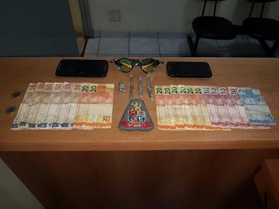 POLÍCIA MILITAR DETÉM ADOLESCENTES QUE ABASTECIAM CADEIA DE REGISTRO-SP COM DROGAS