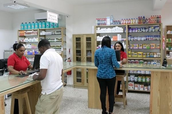 Farmacias denuncian mafia de aseguradoras contra pacientes