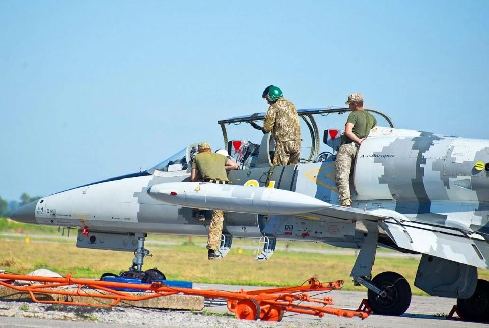 Курсанти опановують реактивні літаки