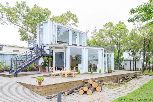 MG 3827 - 窩草的日子,台中人氣景觀餐廳,純白玻璃貨櫃屋搭配大片草皮好放鬆,夜晚閃閃發光也很美!