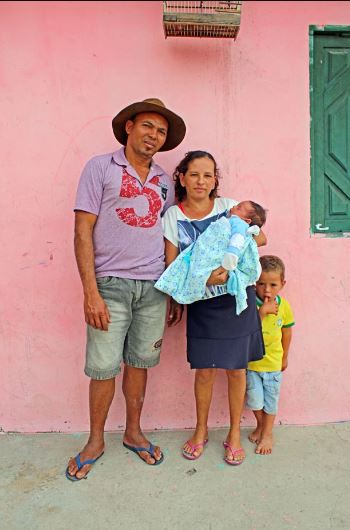 Parents Of 13 Boys Promised Not to Stop Having Babies Until They Finally Have a Baby Girl!