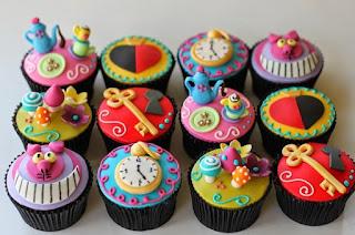 http://www.orlandocakes.com/cakes-cupcakes/