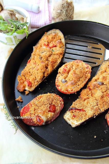 Melanzane e pomodori perini ripieni al forno