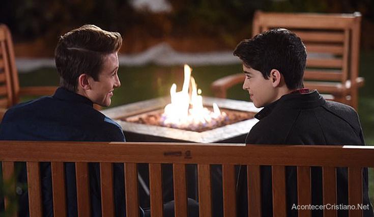 """Pareja gay en serie para adolescentes """"Andi Mack"""""""