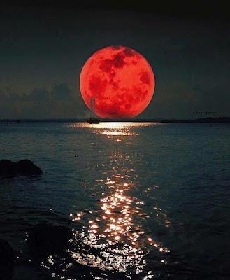 Ματωμένο το φεγγάρι απόψε...