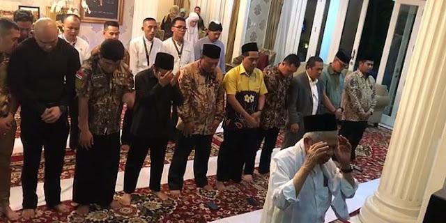 Deddy Corbuzier Shalat Maghrib Perdana Diimami KH Maruf Amin