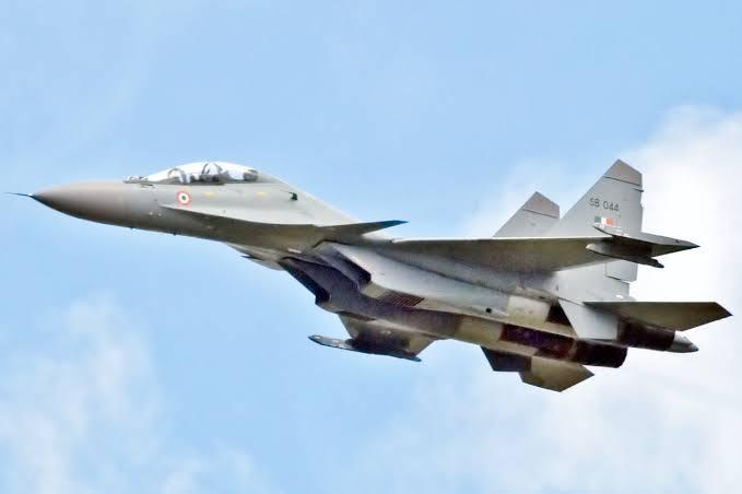 India receives first Rafale aircraft, Defense Minister Rajnath Singh receives a receipt