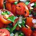 Безумно простой, легкий и вкусный салат из помидоров с луком и зеленью