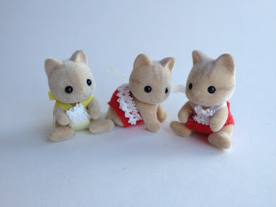 Sylvanian Families Vintage Catwood Cats Babies Christmas Limited Edition Set