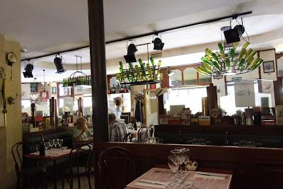 Intérieur restaurant Le Mesturet Paris 02 ème, blog Délices à Paris.