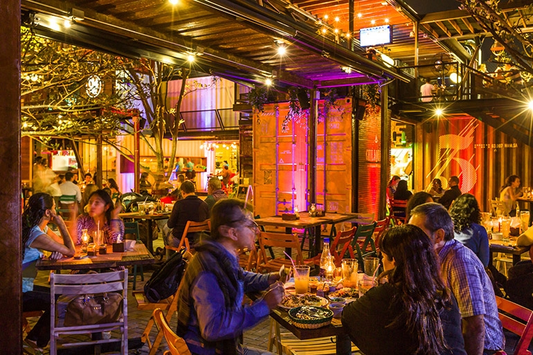09-Shipping-Container-Architecture-6-Restaurants-in-the-Contenedores-Food-Place-www-designstack-co