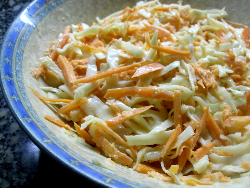 Coleslaw con vinagreta de mostaza, mayonesa y vinagre