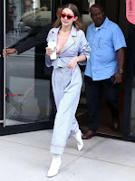 Gigi-Hadid-Braless-in-NYC-652+%7E+SexyCelebs.in+Exclusive.jpg