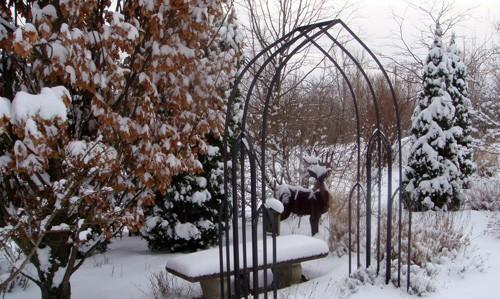 Как создать ландшафтный дизайн зимой во дворе загородного дома?