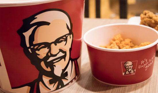 KFC Mengganti namanya dari Kentucky Fried Chicken.  Foto dari jirayu travel/Shutterstock