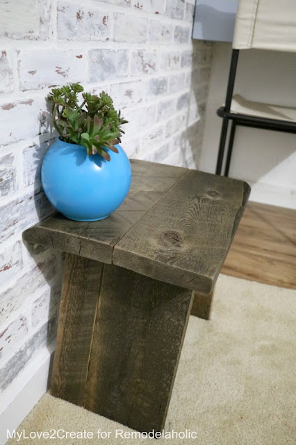 Make your own DIY Farmhouse stool