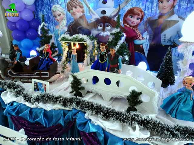 Decoração festa de aniversário infantil Frozen - Mesa do bolo