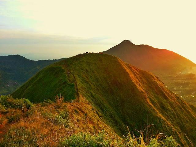 Top 9 Tips Mendaki Gunung Saat Berpuasa